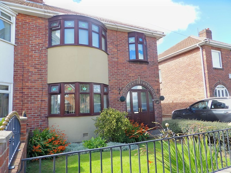 3 Bedrooms Property for sale in Highfield Road, South Shields, South Shields, Tyne & Wear, NE34 6JL