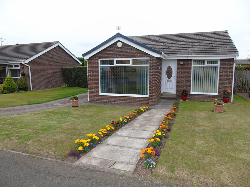 2 Bedrooms Bungalow for sale in Windmill Hill, Ellington, Morpeth, Northumberland, NE61 5HU