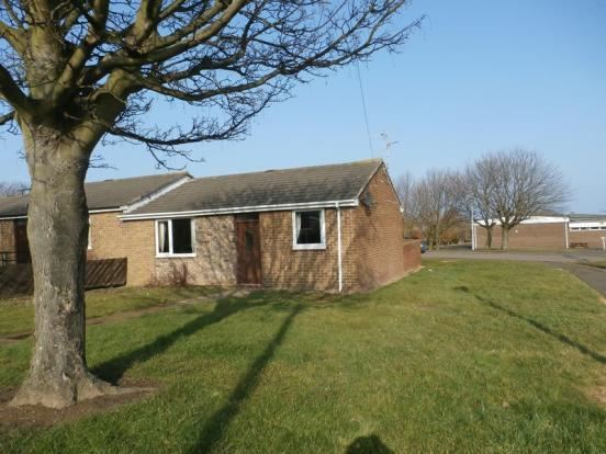 2 Bedrooms Bungalow for sale in Charles Road, Amble, Morpeth, Northumberland, NE65 0RA