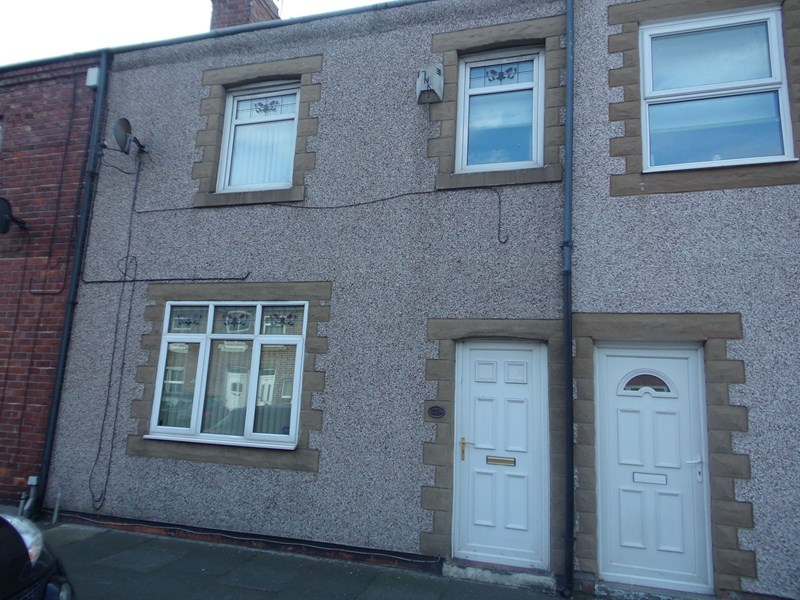 2 Bedrooms Property for sale in Milburn Road, Ashington, Northumberland, NE63 0NF