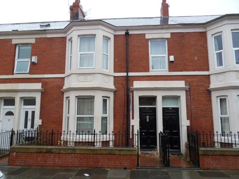 2 Bedrooms Property for sale in Wingrove Avenue, Fenham, Newcastle upon Tyne, Tyne and Wear, NE4 9AB