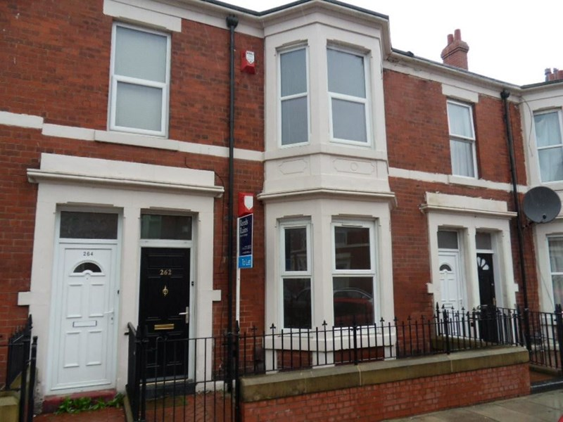 2 Bedrooms Property for sale in Wingrove Avenue, Fenham, Newcastle upon Tyne, Tyne and Wear, NE4 9AA