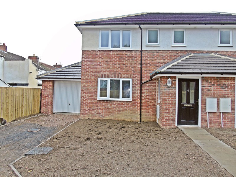 3 Bedrooms Property for sale in Commercial Street, Trimdon Colliery, Trimdon Station, Durham, TS29 6AD