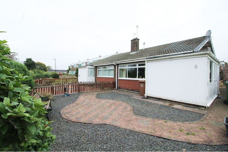 2 Bedrooms Bungalow for sale in Moorside, Albany, Washington, Tyne and Wear, NE37 1AY
