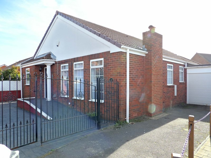 3 Bedrooms Bungalow for sale in Braemar Drive, South Shields, South Shields, Tyne and Wear, NE34 7TZ