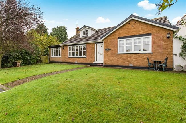 4 Bedrooms Bungalow for sale in The Green, Thornaby, Stockton-on-Tees, Durham, TS17 8PU