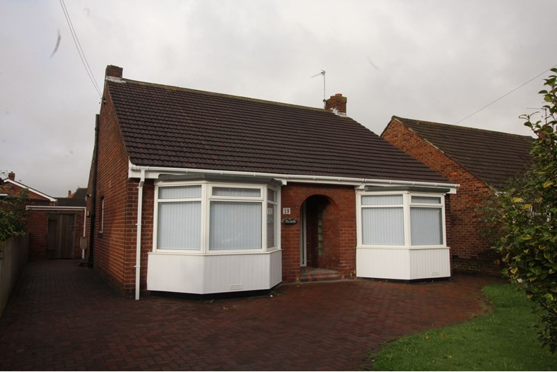 4 Bedrooms Bungalow
