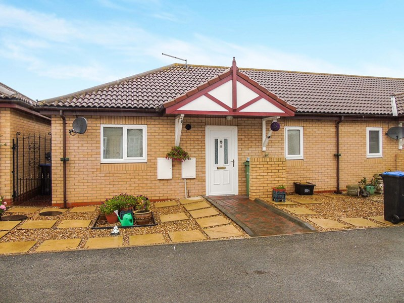 2 Bedrooms Bungalow for sale in Yoden Bungalows, Blackhall Colliery, Hartlepool, Durham, TS27 4NZ