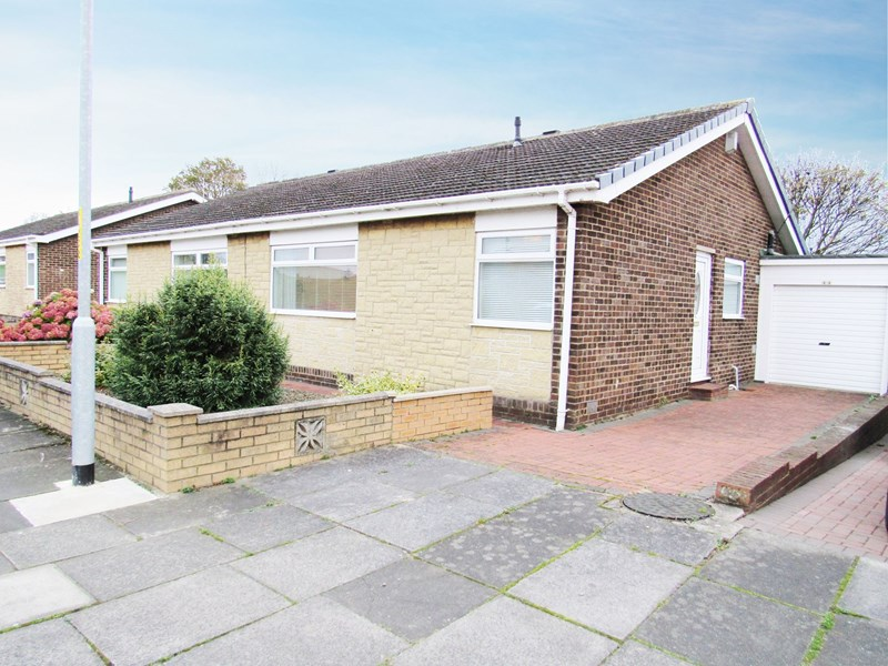 2 Bedrooms Bungalow for sale in Carlcroft Place, Cramlington, Northumberland, NE23 6EU