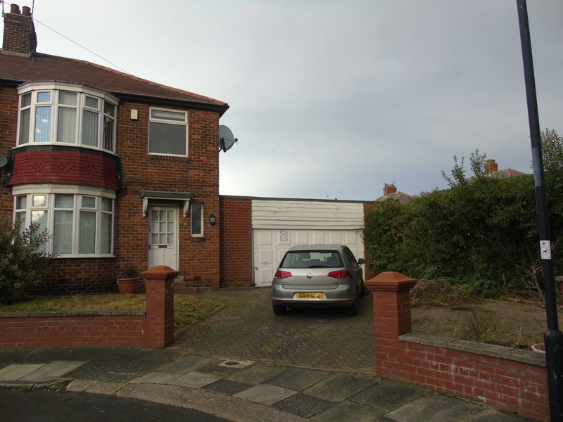 3 Bedrooms Property for sale in Glendale Grove, North Shields, Tyne and Wear, NE29 0RT