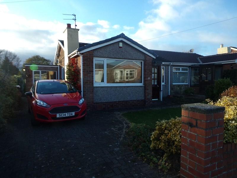 2 Bedrooms Bungalow for sale in Lindisfarne Lane, Morpeth, Northumberland, NE61 2UQ