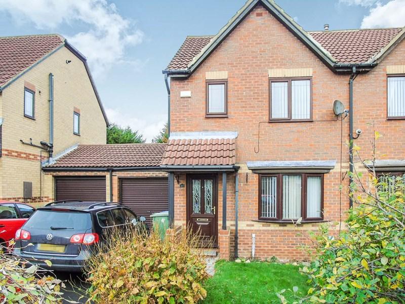3 Bedrooms Property for sale in Barsloan Grove, Peterlee, Peterlee, Durham, SR8 2PY