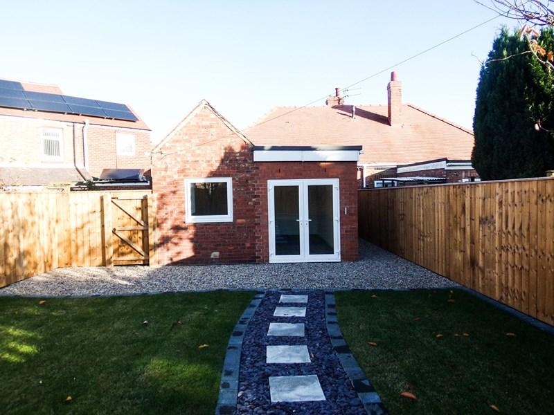 2 Bedrooms Bungalow for sale in Moorland Crescent, Bedlington, Northumberland, NE22 7EZ