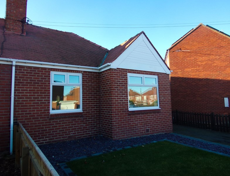 2 Bedrooms Bungalow for sale in Moorland Crescent, Bedlington, Northumberland, NE22 7EZ
