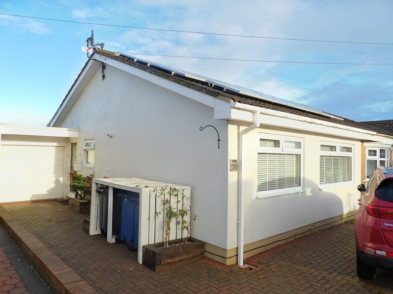 3 Bedrooms Bungalow for sale in Bamburgh Avenue, South Shields, South Shields, Tyne and Wear, NE34 7TJ