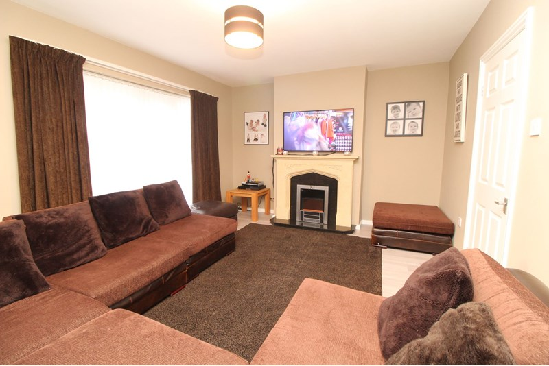 3 Bedrooms Property for sale in Holden Place, Blakelaw, Newcastle upon Tyne, Tyne and Wear, NE5 3EB
