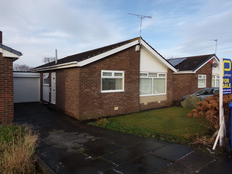 3 Bedrooms Bungalow for sale in Whithorn Court, Blyth, Blyth, Northumberland, NE24 5JB