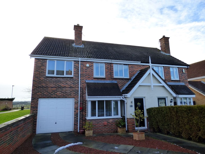 4 Bedrooms Property for sale in Pentland Close, Ashington, Northumberland, NE63 0HS