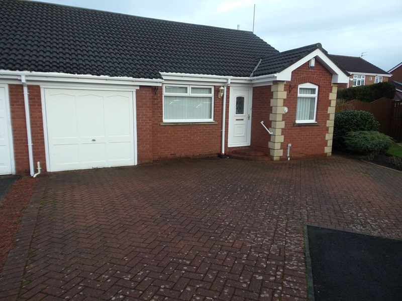 2 Bedrooms Bungalow for sale in Rowan Close, Bedlington, Northumberland, NE22 7LG