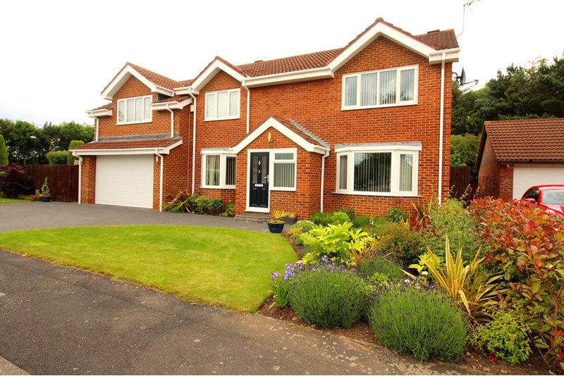 5 Bedrooms Property for sale in Silloth Drive, High Usworth, Washington, Tyne and Wear, NE37 1PZ