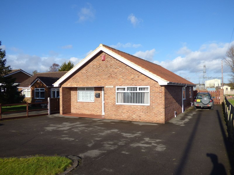 3 Bedrooms Bungalow for sale in Letch Lane, Carlton, Stockton-on-Tees, Durham, TS21 1EG