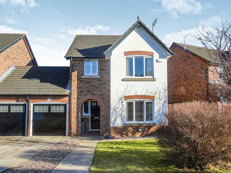 3 Bedrooms Property for sale in Kirkharle Drive, Pegswood, Morpeth, Northumberland, NE61 6TE