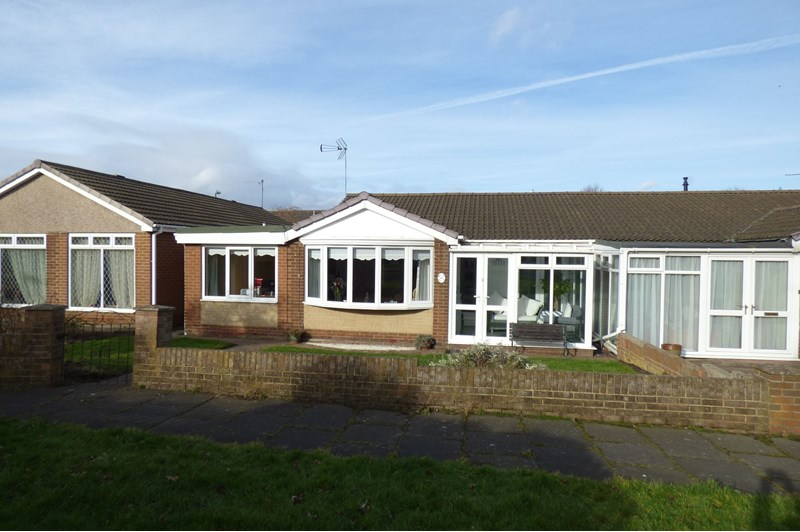 3 Bedrooms Bungalow for sale in Lancaster Way, Fellgate, Jarrow, Tyne and Wear, NE32 4UG