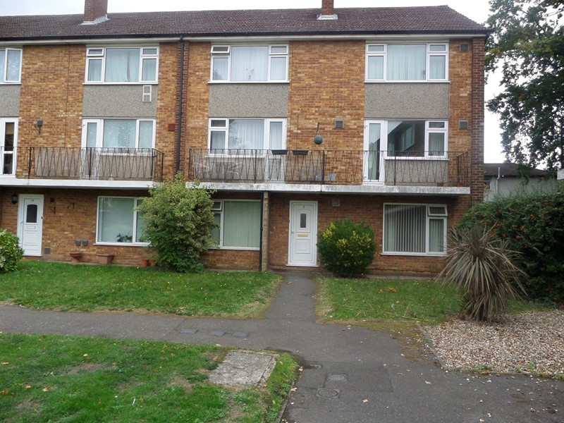2 Bedrooms Maisonette Flat for sale in Coleridge Crescent, Colnbrook, Slough, Berkshire, SL3 0QQ