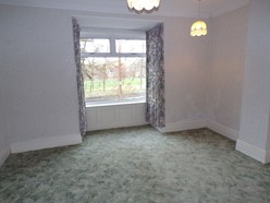 Image of MASTER BEDROOM - Into bay