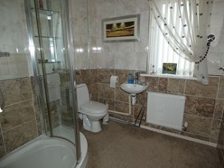Image of Family Bathroom / Bedroom Three (En-suite)