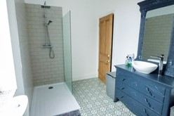 Image of Bathroom 2
