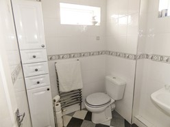 Image of Family Bathroom (Additional)